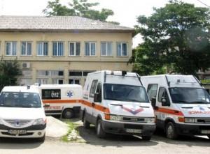 Bate vîntul în parcul auto al Ambulanţei