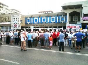 """""""Jos Băsescu!"""" au scandat participanţii la mitingul USL"""