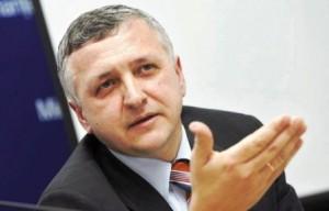 Director de bancă, secretar de stat, urmărit penal, șef la Electrica