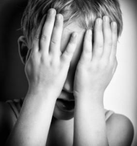 Băiețel de trei ani, abuzat de concubinul mamei