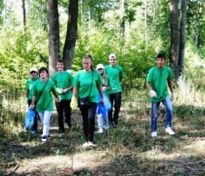 Voluntarii romașcani au ecologizat zona Dealul Mărului