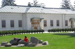 Palatul episcopal se înalță