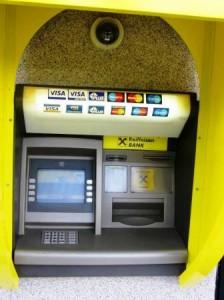 Bancomatele și POS-urile Raiffeisen au golit conturile nemțenilor