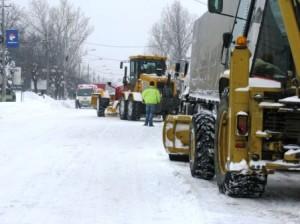 Autoritățile nu au reușit să țină drumurile practicabile