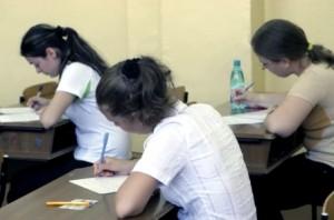 Absolvenții de liceu vor da doar bacalaureatul național