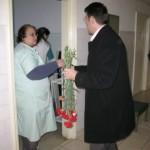 [FOTO] Flori de Ziua Femeii pentru angajatele Spitalului Roman