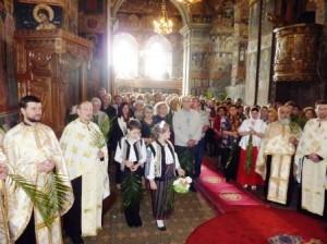 """Sărbătoarea Floriilor, la Catedrala """"Sfânta Cuvioasă Parascheva"""" din Roman"""
