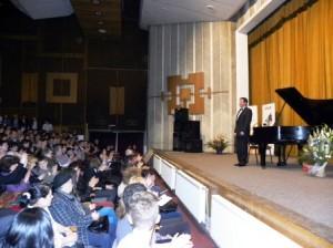 """Horia Mihail şi """"Pianul Călător"""" vin la Roman"""