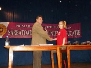 Premii pentru zeci de elevi și profesori