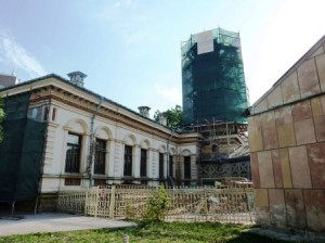 Continuă lucrările de restaurare la Biblioteca Municipală