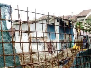 Lucrări de demolare cu peripeţii