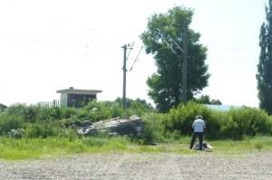 S-a izbit cu mașină în tren, pe trecerea de cale ferată