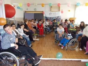 Copiii şi tinerii cu dizabilităţi au nevoie de ajutor