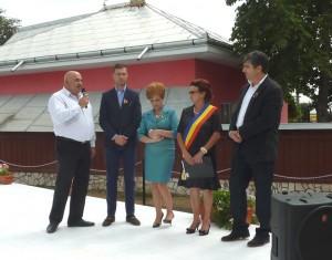 Senatorul Leonard Cadăr, prefectul George Lazăr, vicepreşedintele CJ Neamţ Emilia Arcan, primarul comunei Boteşti, Georgeta Blaj, şi deputatul Dorin Ursărescu