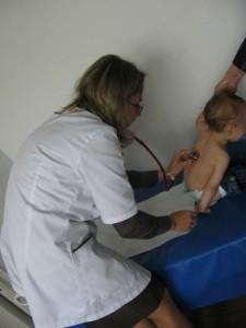 Un doctor în ştiinţe medicale îşi dedică viaţa copiilor