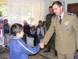"""Militarii sprijină copiii din Complexul """"Familia mea"""""""