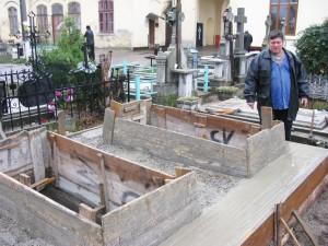 Sfinţii şi păcătoşii din morminte