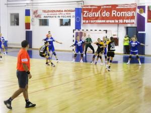 """La turneul """"Cupa Roman Vodă Muşat"""", din această vară, HCM Roman a învins CSM Bucureşti cu 32-25"""