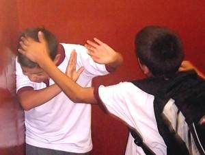 Munca în folosul şcolii taie pofta de scandal a elevilor