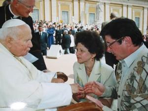 Familia senatorului Ioan Chelaru a avut ocazia de a intra în audienţă la Papa Ioan Paul al II-lea