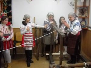 Taina ţesutului la război, descoperită la Școala Gherăeşti
