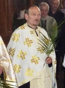 Părintele Constantin Rotaru a fost călcat de hoţi