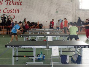 """Cupa """"Why Not"""", turneu reuşit la tenis de masă în Roman"""