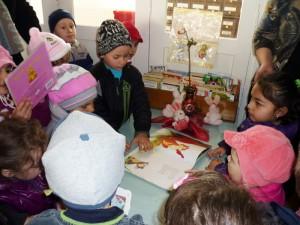 Preşcolari şi elevi, în vizită la Biblioteca Municipală