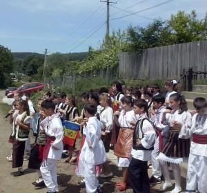 """Copiii de la Școala """"Mihai Eminescu"""" ajută copiii din Parohia Vad – Iucşa"""