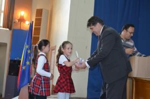 Premii dulci pentru copiii din Roman