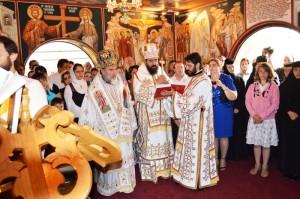 PS Ioachim Băcăuanul a sfinţit pictura din biserica mănăstirii de la Rosiers