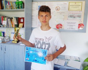 Medicul Gabriela Popovici a primit trofeul pentru locul I la dans sportiv