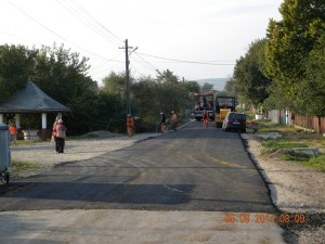 Asfalt în satul Boteşti