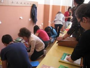 Elevii s-au înghesuit la târgul de manuale second-hand