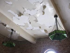"""Colegiul """"Roman-Vodă"""", pus în pericol de constructori"""