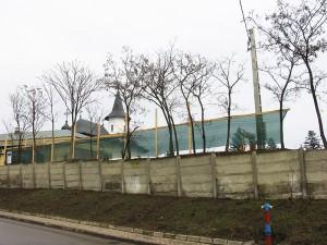 Zidul care străjuie Catedrala Arhiepiscopală va fi reconstruit