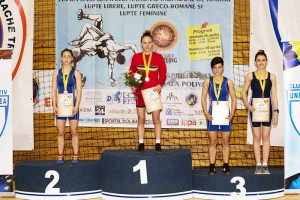 Magdalena Caia, locul III la categoria 44 de kilograme (în partea stângă, pe podium)