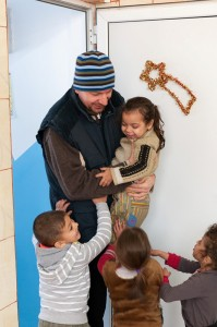Fundația care a luat-o înaintea Uniunii Europene: la Pacea, peste 1.000 de romi sunt ajutați în fiecare an