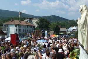Mii de pelerini s-au rugat la icoana Maicii Domnului de la Cacica