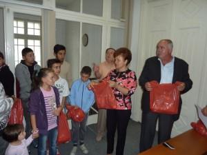 PSD Roman sprijină copiii defavorizați, la începutul şcolii
