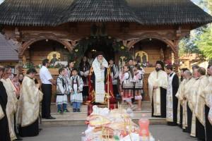 """Biserica """"Sfinții Ioachim şi Ana"""" din Roman îşi sărbătoreşte hramul"""