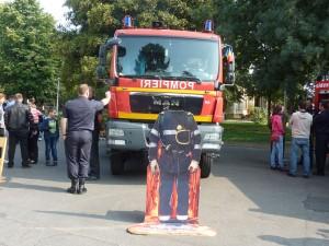 Pompierii au ieşit în stradă de ziua lor