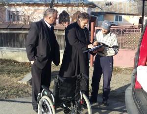 Protopopiatul Roman a donat cărucioare persoanelor cu dizabilități