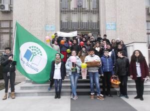 """Elevii de la """"Mihai Eminescu"""" i-au îndemnat pe romaşcani să mănânce responsabil"""